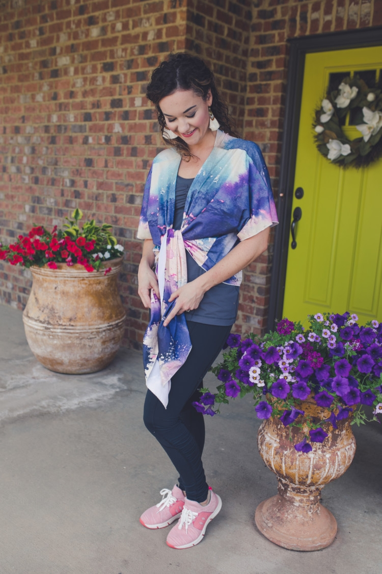 abstract art kimono athleisure wear styled several ways // fitness // pure barre style // what to wear to pure barre with Heather Brown of MyLifeWellLoved.com