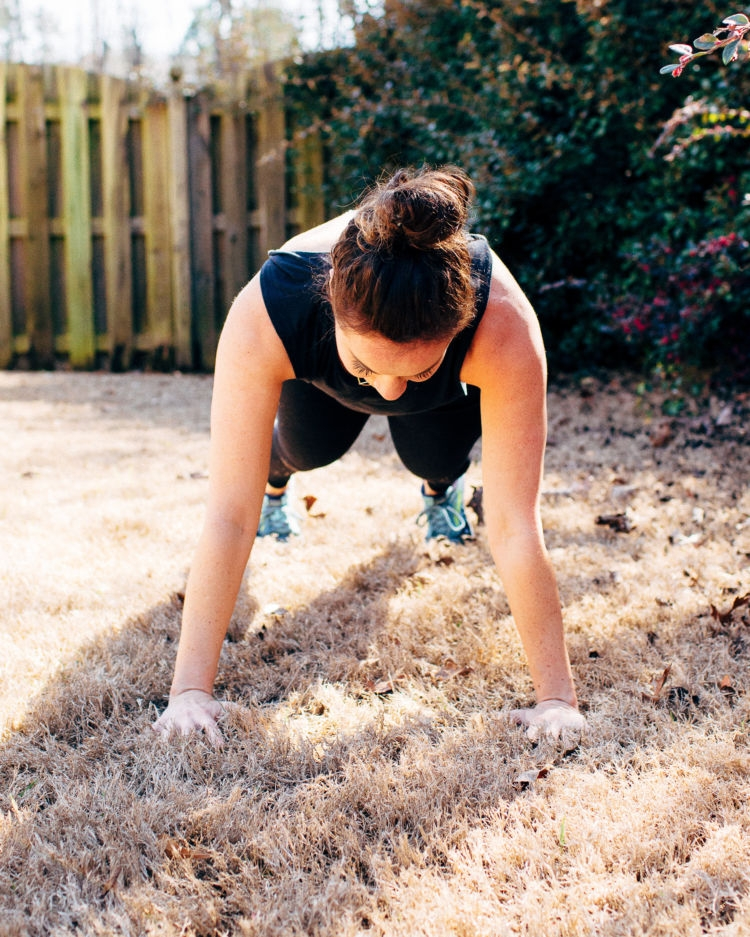 Plank Exercise Challenge workout video with Alabama blogger Heather of MyLifeWellLoved.com / #plankchallenge #workoutvideo Save this abs workout video for next time you want to get your plank challenge on!