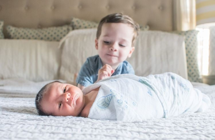 What to Wear for Family Pictures by Heather Brown at MyLifeWellLoved.com // #familyphotos #newbornphotos #style #fashion