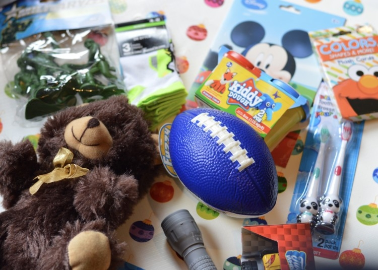 Dollar Store Operation Christmas Child Ideas from Heather Brown of My Life Well Loved || Operation Christmas Child Shoe Box Ideas