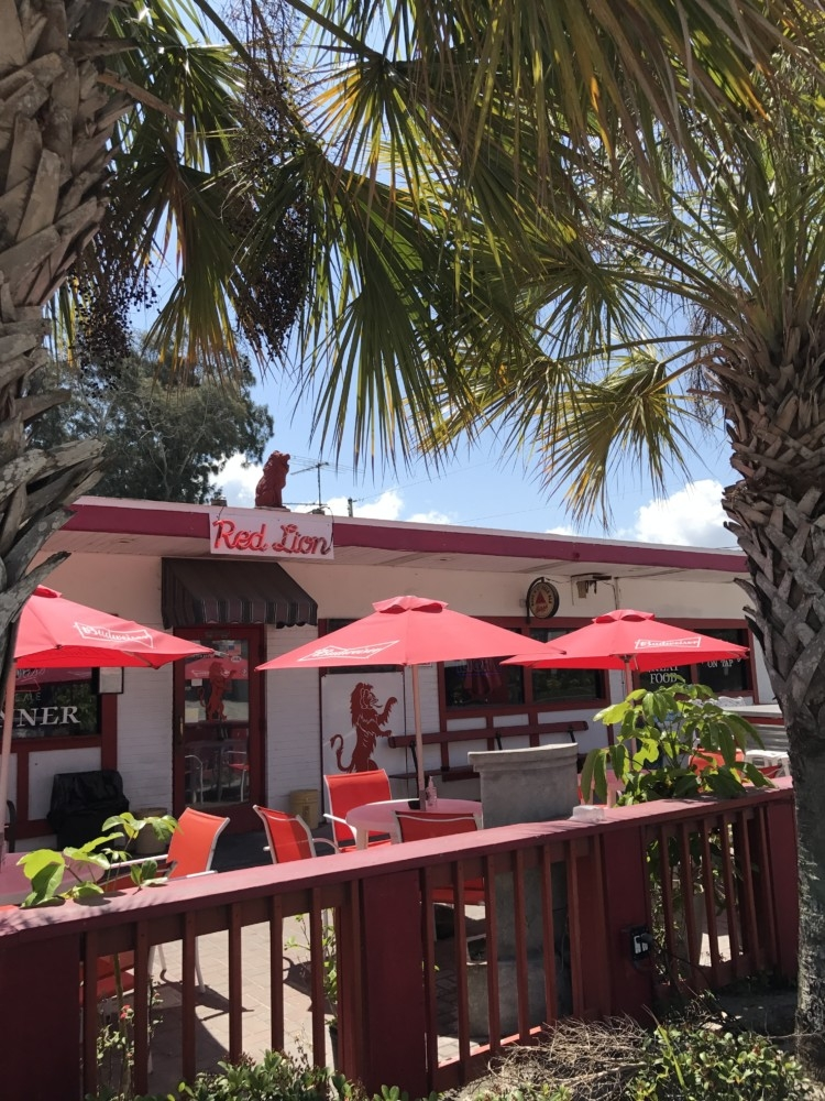 Indian Rocks Florida Travel Guide including family friendly options // Indian Rocks Beach Restaurants and places to stay from Heather of MyLifeWellLoved.com // Red Lion Wings