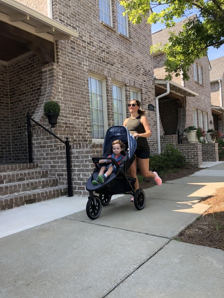 Popular Alabama fitness blogger shares her experience with returning to a post pregnancy workout routine including do's and don'ts to exercising postpartum // #postpartumworkout #bodyafterbaby #momlife #fitness