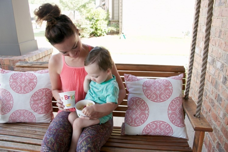 how to entertain a toddler - tips and tricks from Heather Brown of MyLifeWellLoved.com // Mom athleisure wear // front porch swing