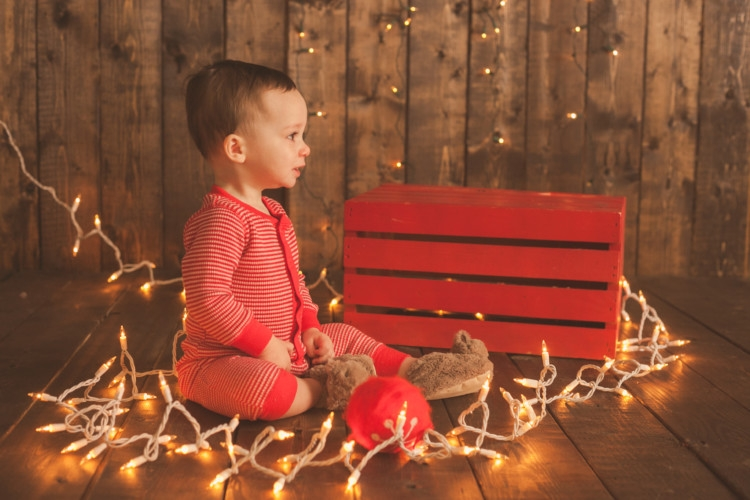 Memories to make for your baby's first Christmas || Pictures to take with your baby at Christmas from Heather Brown of My Life Well Loved || Photos to take of your toddler at Christmas - 10 Baby Christmas Pictures to Take featured by popular Birmingham lifestyle blog, My Life Well Loved