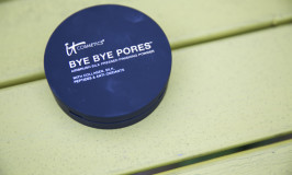 it cosmetics BYE BYE Pores: The best powder I've found for all day wear
