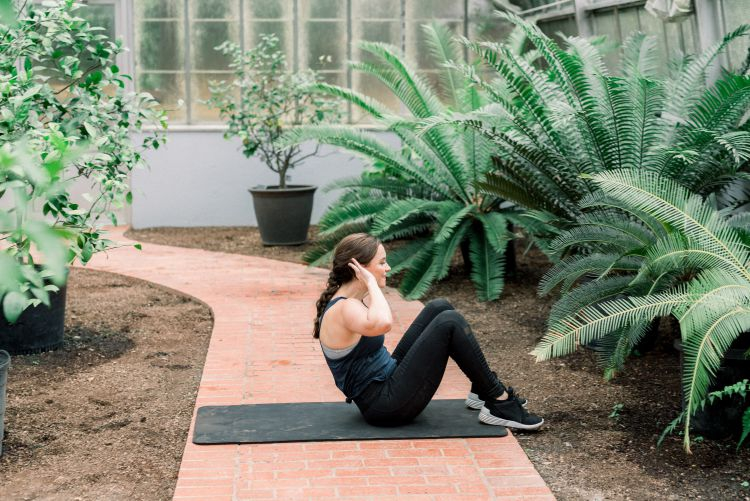 Health + fitness blogger, Heather Brown at My Life Well Loved shares her quick core challenge workout for tightening and strengthening abdominal muscles // #core #corechallenge #quickabworkout #diastasisrecti