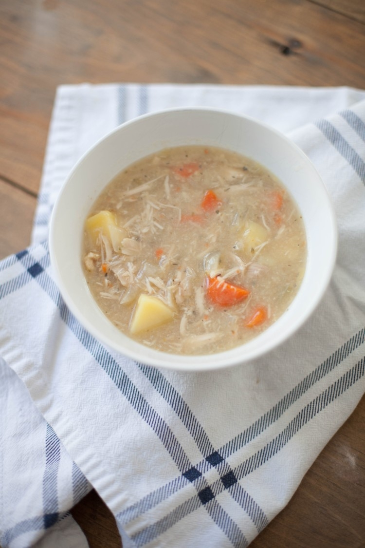 Whole30 Chicken soup // healthy chicken soup