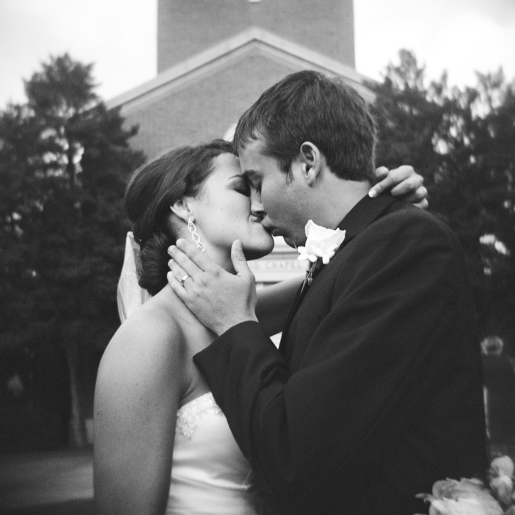 Wedding Picture Idea Heather Brown of My Life Well Loved || Most Prized Possessions